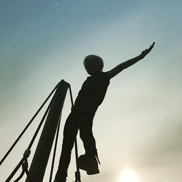 Maailman huipulla. #malminpalloiluhalli toivottaa hyvää viimeistä kouluviikkoa kaikille peruskoululaisille! #peruskoulu #topoftheworld #kesä #summer #kesäloma #viimeinenviikko