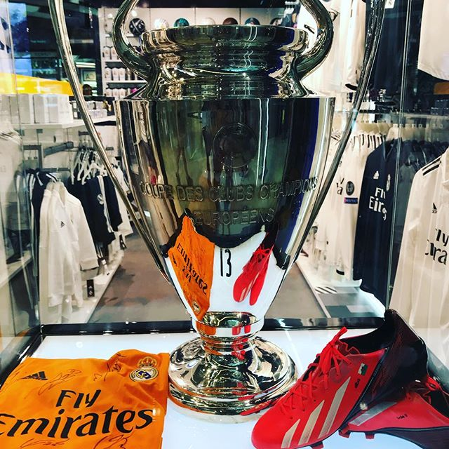 Champions liigan pokaali #championsleague #realmadrid #barcelona #adidasstorebarcelona