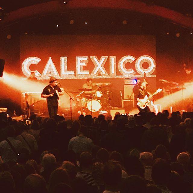 Mieletön @casadecalexico ja #huvilateltta. Kyllä musiikki elävänä on parasta! #helsinginjuhlaviikot #calexico