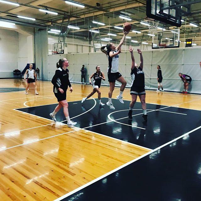 @hnmkykoripallo tytöt vauhdissa. #hnmky #hnmkykoripallo #koripallo #basketball #malminpalloiluhalli #mph #malmi
